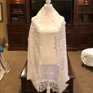 shawl/cover-up lightweight linen w/lace